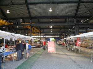 Alles nog in opbouw, links Roel die ook in Hilversum heeft gelopen met de KM.